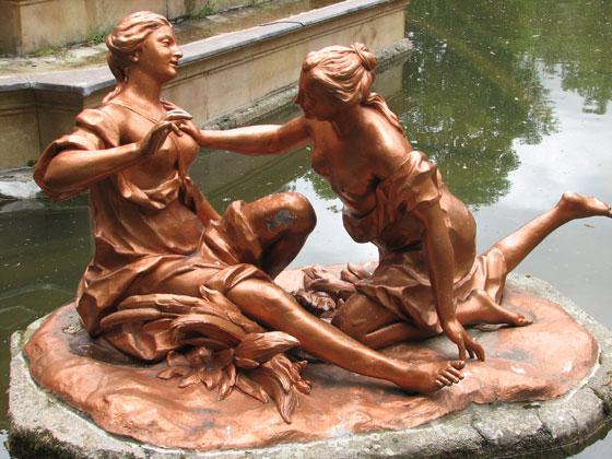 Fontaine-de-Diane-Deux-nymphes